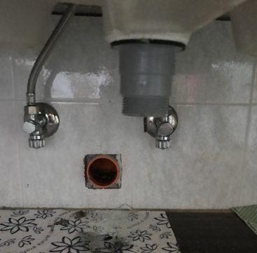 Come sostituire rubinetto lavabo - Pulire tubi lavandino cucina ...